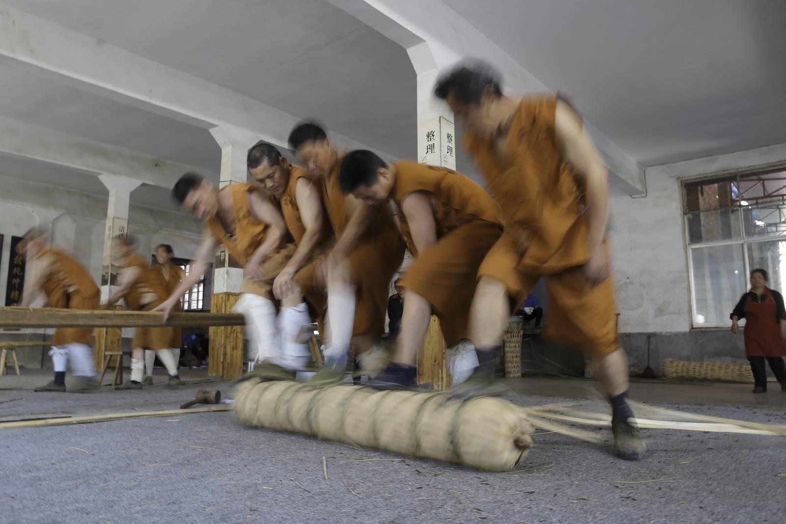 China portraits, the tea rollers